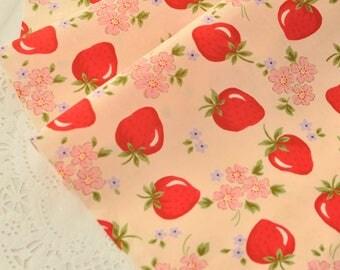 Strawberry Cotton Gauze Fabric MT044