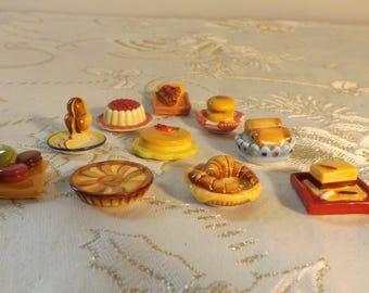 Fèves gâteaux. cake bean. Épiphanie. Vintage. France