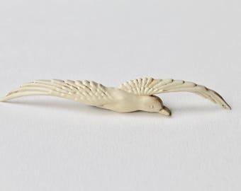 Vintage celluloid bird brooch. 1940's plastic bird brooch. Vintage celluloid Gull brooch. Seagull vintage cream coloured flying bird brooch.