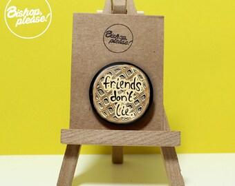 Stranger Things Badge 'Friends don't lie' Cute 38mm Metal Pin Gift Badge. Stranger Things Season 2, Stranger Things Gift, Netflix show, Eggo