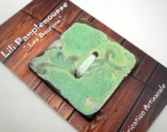 "Square button out of ceramics raku :  ""arabesques"", clear green, 4 cm"