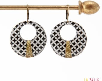 Resin earrings round mosaic black and white graphic pattern