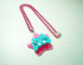 Geek necklace - The Gameuses star!