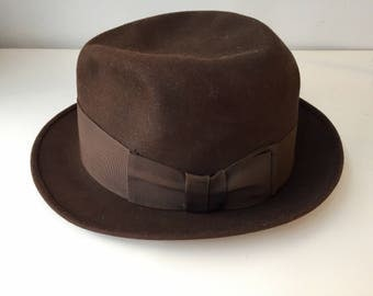 Men's fedora, chocolate brown, 1950's, size 7 and 3/8 as per label
