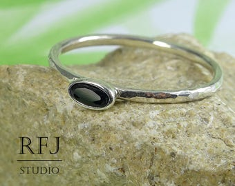 Oval Synthetic Onyx Silver Hammered Ring, Oval Cut Black Onyx Ring, Oval Black Gemstone Onyx Ring, Stackable Tiny Sterling Black Stone Ring