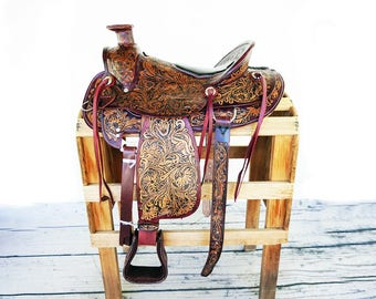 Stunning 2 Tone Handmade Western Wade Horse Trail Floral Tooled leather  Saddle