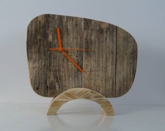 Clock wood, retro, to ask