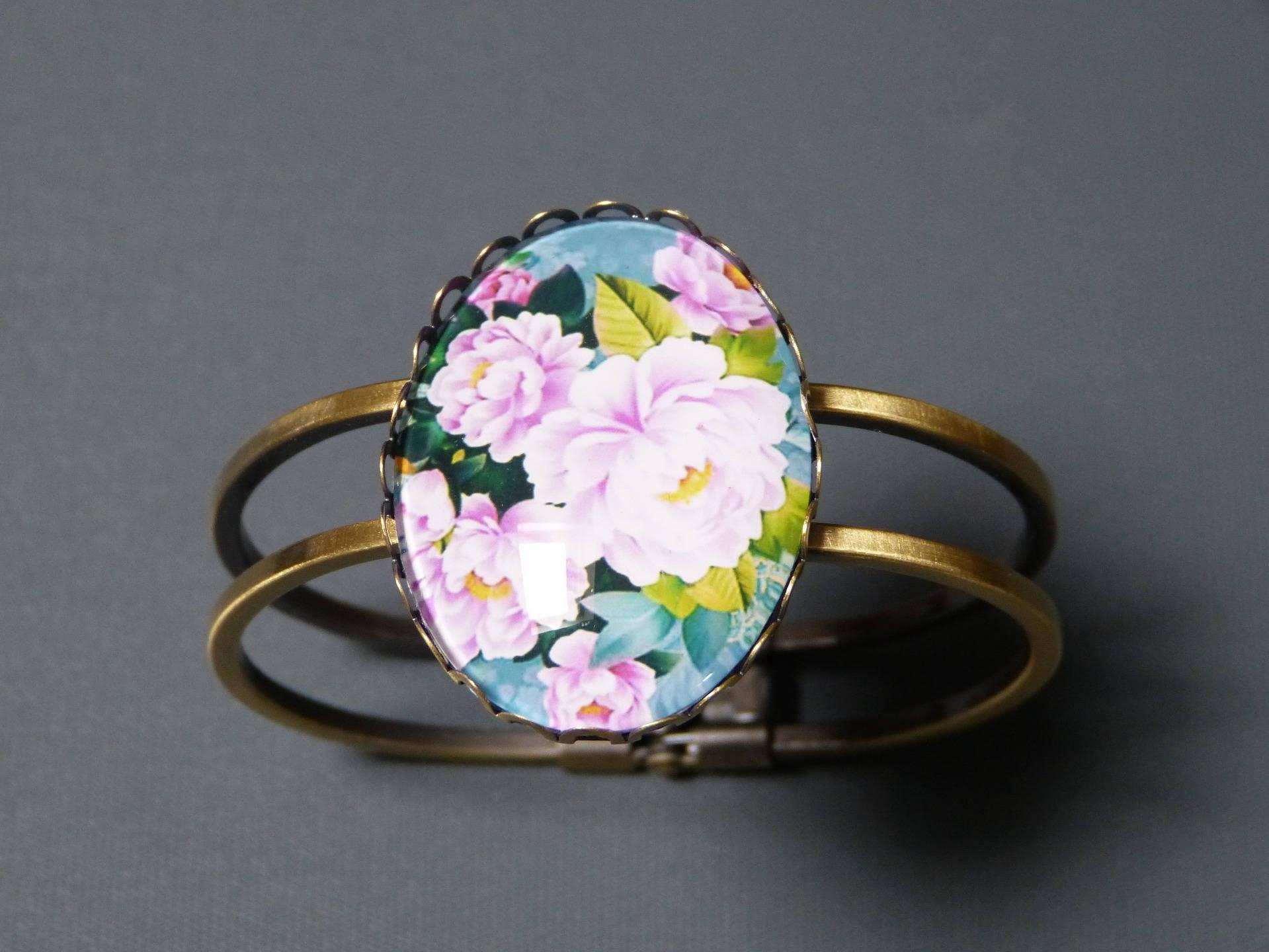 Wild flower cabochon bracelet