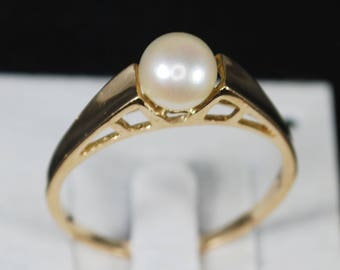 Vintage 14K Solitaire Cultured Pearl Ring; Size 7.25