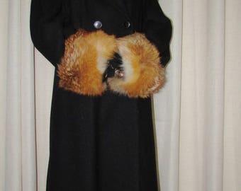 """Élégante  paire de manchettes 2xlarge (cuffs)de fourrure de renard roux/elegant pair of 2Xlarge red fox fur cuffs 15""""1/2 X 5"""" approx."""