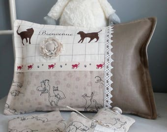 Cushion available in linen with cat motifs