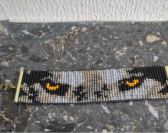 Wolvenkop, head of dog, with miyuki seed beads woven bracelet. Finished with Chapter slot.