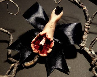 Bloody finger - Hairclip