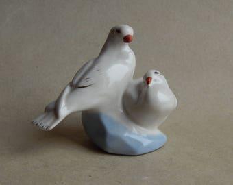 """Porcelain figurine """"Doves"""", Soviet vintage, USSR, vintage statuettes, a pigeon figurine, porcelain painting, a gift for her"""