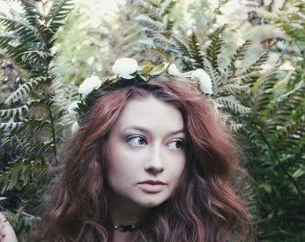 White flower crown, wedding flower crown, bridal headpiece, flower crown adult, bridal flower crown, floral crown wedding, floral hair
