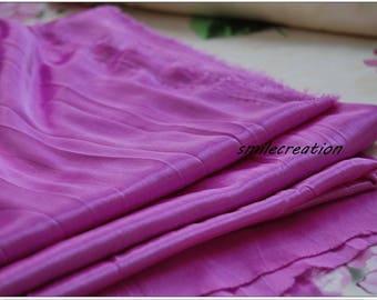1.5 mètres x 1 mètre Tissu Viscose effet satiné Violet