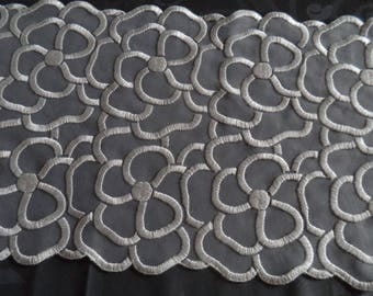 lace pattern white couture flower width 20 cm of superb quality