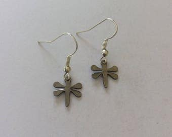 Dainty dragonfly earrings / dragonfly jewellery / animal earrings / animal jewellery / animal lover gift