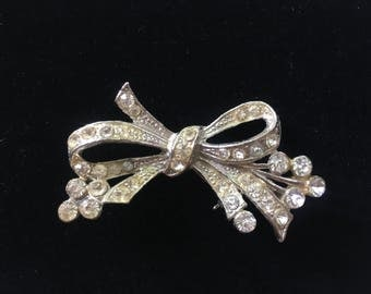 Art Deco Brooch Pin Vintage Rhinestone Bow Pot Metal Paste So Pretty!