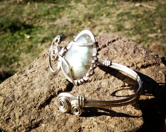 Adjustable bracelet with labradorite