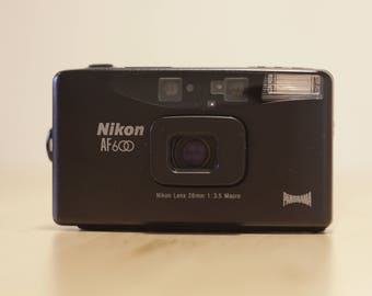 Nikon AF600 - 28mm 3.5 - Compact Camera - Point and Shoot - High End