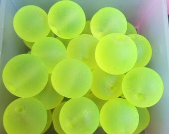 26 beads neon yellow glass frosted 8mm