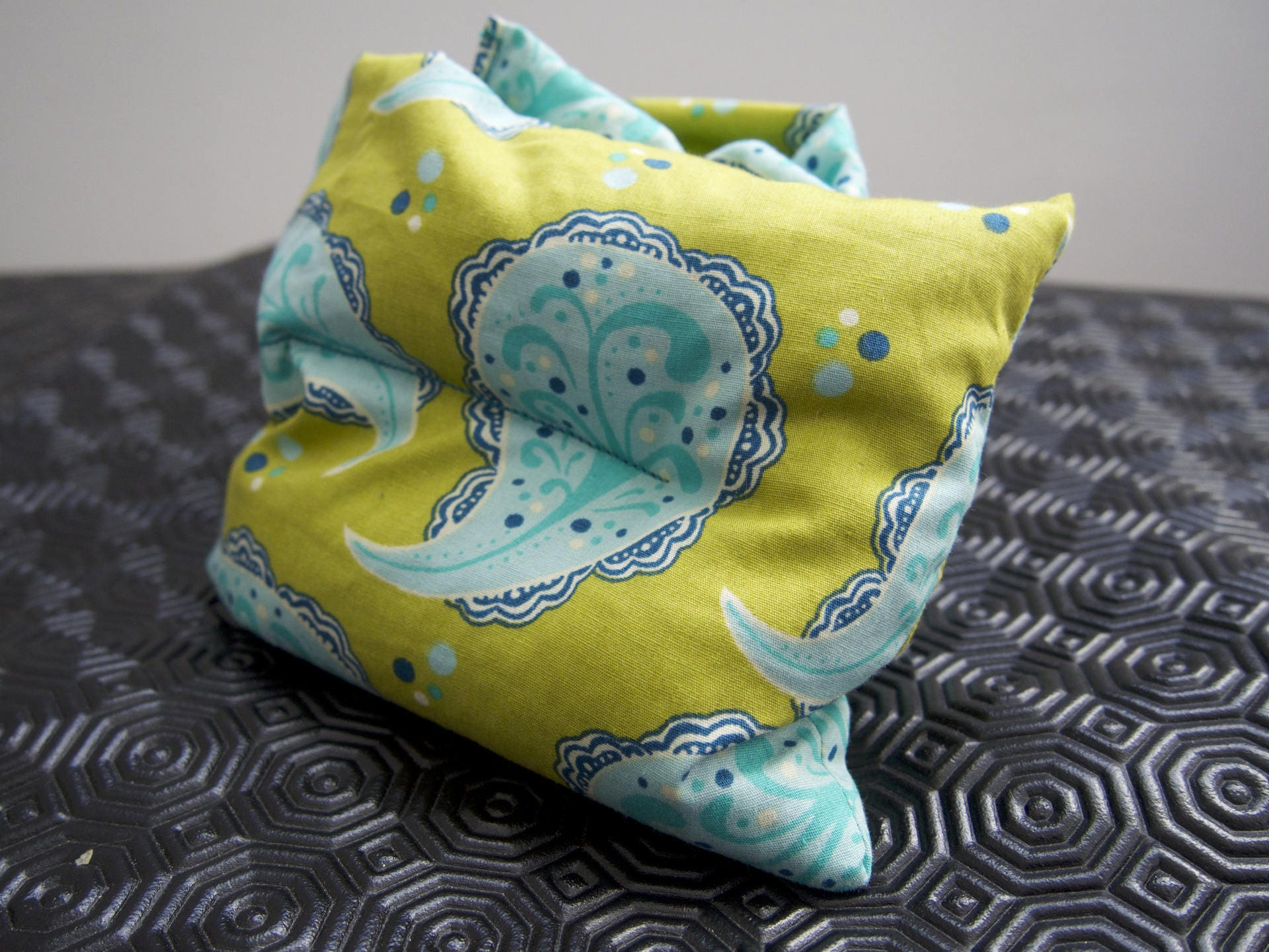 bouillote coussin cervical chauffant aux graines de lin bio. Black Bedroom Furniture Sets. Home Design Ideas