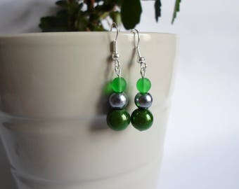 These 3 grey and green glass beads earrings