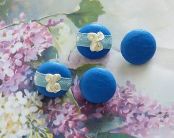 4 buttons of 22 mm with a TURQUOISE blue lamb leather