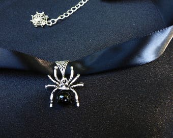 Spider Pendant Choker Necklace