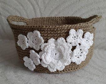 Handmade Crochet Jute Storage Basket with White Flowers, Decorative Storage, Jute Basket, Dekorative Jute Korb mit Weiße Blumen
