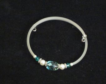 Aqua, pearl, and silver memory wire bracelet