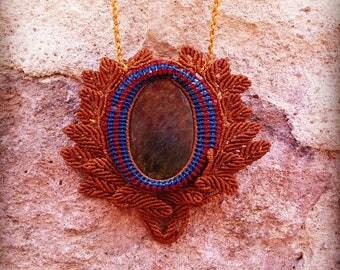 Macrame pendant with Jade stone