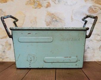 almendra del fabricación de caja de la plancha de metal verde almendra industrial stockma de la caja verde
