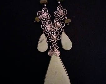 Ethnic necklace made of Alpaca metal and serpentine