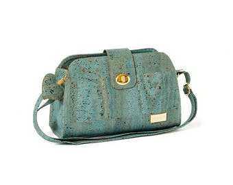 Woman Cork/Cork purse shoulder bag.