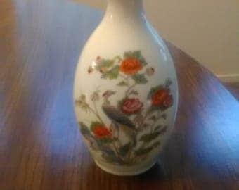 """5"""" vase. Wedgewood bone china. Kutani Crane style"""