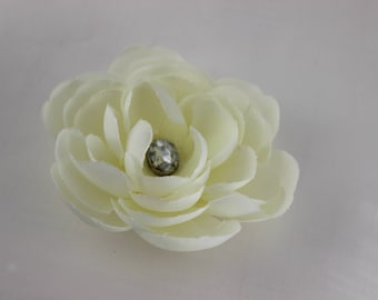 Simple Ivory Gardenia with Accent