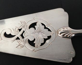 Vintage silver plated cake server with French goldsmith hallmark.