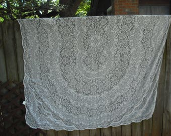 Vintage White Floral Oval Tablecloth, Shabby Chic, Cottage Chiic