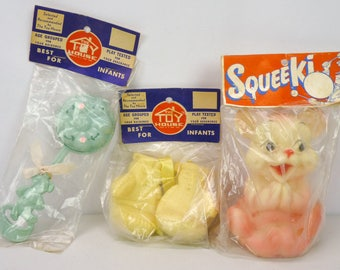 Lot 3 Vintage 50s NOS Rubber Squeak Rattle Baby Toy House Mittens Bear Deadstock Squeek Squeaky Squeaker New Hard Plastic Vinfloat