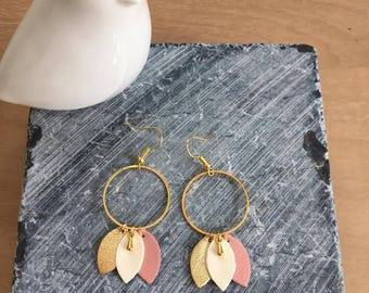 "Earrings ""the powdered"" leather on Golden mount"