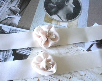 SMALL end prices set Bracelets wedding ivory satin and chiffon nude, bridesmaids or witnesses flower.
