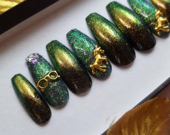 The Blood of a Unicorn Harry Potter inspired nail set- chrome, glitter, false nails, fake nails, harry potter, nail charms