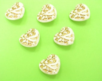 LOT 6 buttons: white/gold 17mm heart