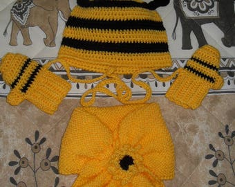 baby cap + scarf and mittens model bee