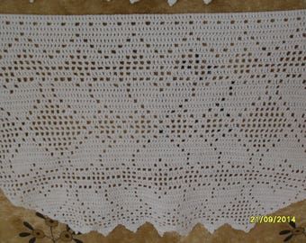Curtain breeze Kiss crochet with intertwined hearts