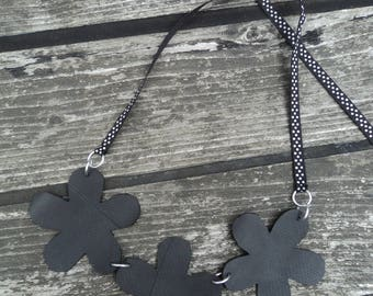 Necklace three flowers in inner tube recycled and polka dots Ribbon