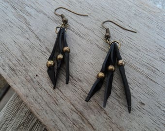 Bicycle inner and beads earrings bronze