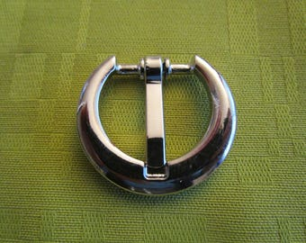 plated round buckle has flat pin